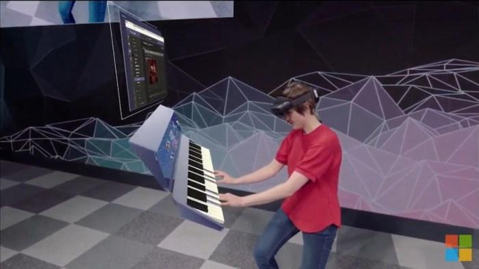 piano hololens.jpg